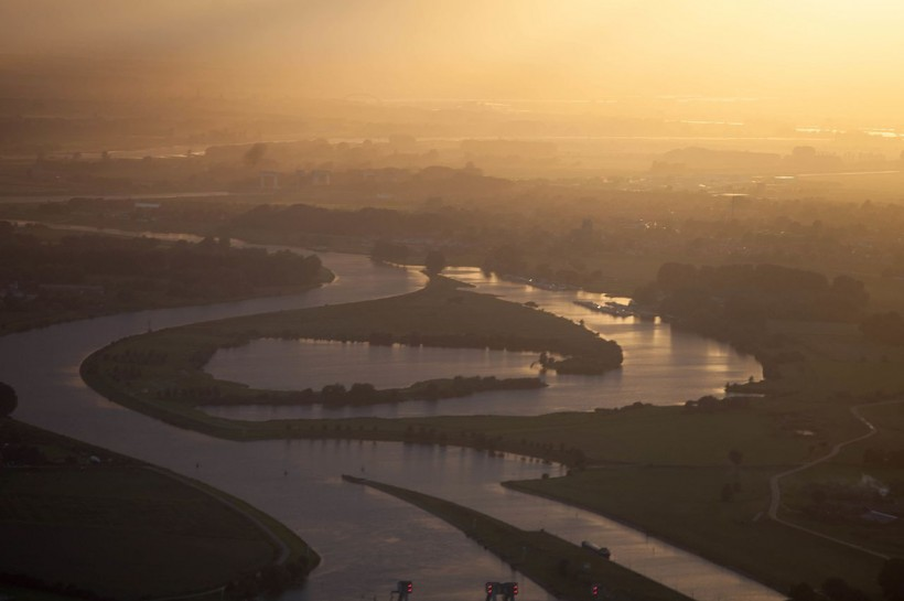 EXAMPLES OF BEST PRACTICES: Flood protection through 'Room for Rivers' plan, The Netherlands